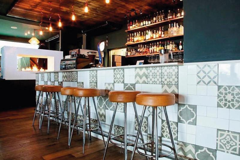 mouille-point-village-bars-satano-2