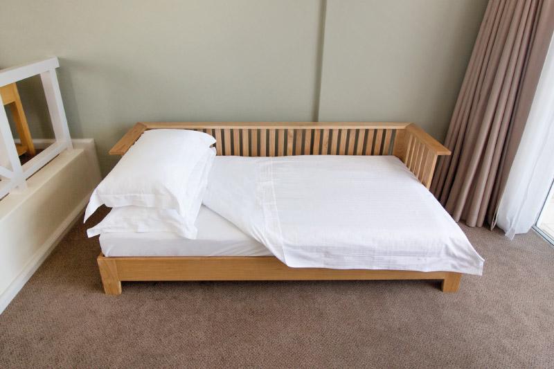 mouille-point-village-daybed-setup-1