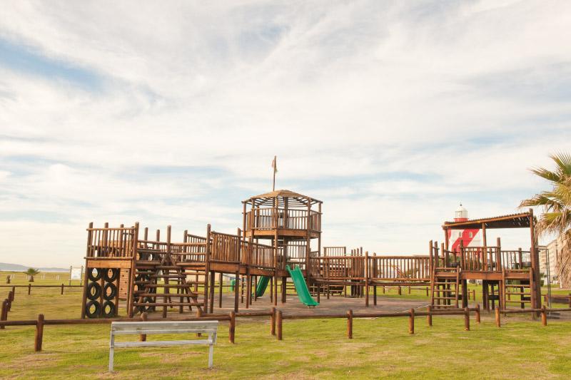 mouille-point-village-family-stays-park